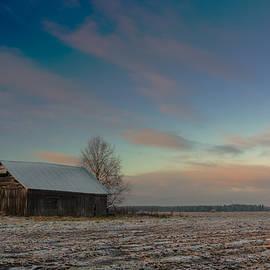 Jukka Heinovirta - Barn On The Frosty Fields