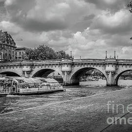Liesl Walsh - Batobus Traveling Seine River In Paris, Blk Wht