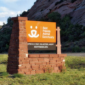 Thomas Woolworth - Best Friends Animal Sanctuary Angel Canyon Knob Utah Signage 01