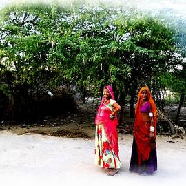 Sue Jacobi - BFF Best Friends Pregnant Women Portrait Village Indian Rajasthani 1