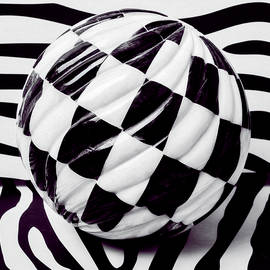 Garry Gay - Black And White Ball