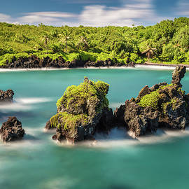 Black sand Beach at Waianapanapa State park by Pierre Leclerc Photography