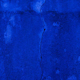 Claire  Doherty - Blue Cracked Wall