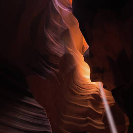 Gregory Ballos - Bouncing Light - Antelope Canyon - Arizona