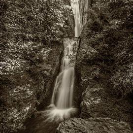 Greg Kluempers - Bridal Veil Falls Oregon Monotone DSC05423