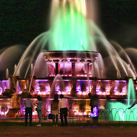 Buckingham Memorial Fountain # 9 by Allen Beatty