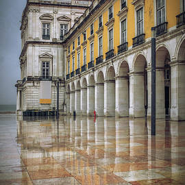 Building of Terreiro do Paco by Carlos Caetano