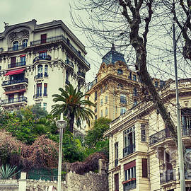Ariadna De Raadt - buildings background from Nice,  France