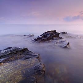Cabria beach by Guido Montanes Castillo