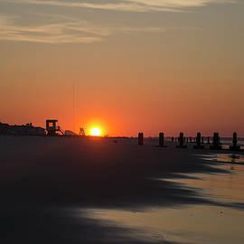 Bill Cannon - Cape May Beach at Sunrise