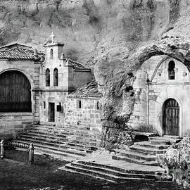 RicardMN Photography - Cave shrine of Saint Thyrsus and Saint Barnabas