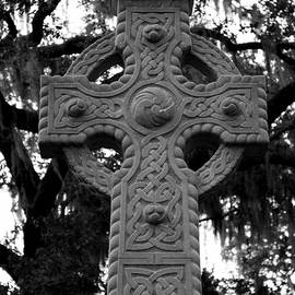 Carol Groenen - Celtic Cross in Emmet Park