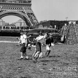 Champs de Mass in Paris . Eiffel Tower.  by Cyril Jayant
