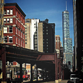 Chicago L Between the Walls by Frank J Casella