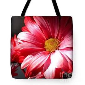 Gardening Perfection - Chrysanthemum Power Tote