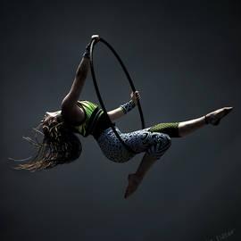 Carol Deltoro - Cirque En Vol Aerialist