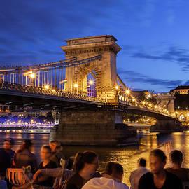 Artur Bogacki - City Break in Budapest at Night