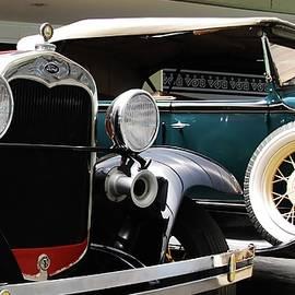 Classic Ford by Galeria Trompiz