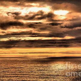 Jeff Swan - Clouds across the ocean
