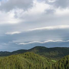 Georgia Mizuleva - Clouds Echoing Mountains