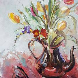 Vali Irina Ciobanu - Coloreful tulips in a cupper teapot