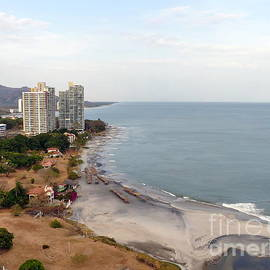 Aline Halle-Gilbert - Coronado Bay-Panama
