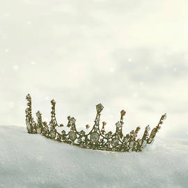 Crown In The Snow - Amanda Elwell