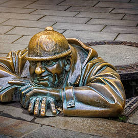 Cumil The Peeper Man At Work in Bratislava  - Carol Japp