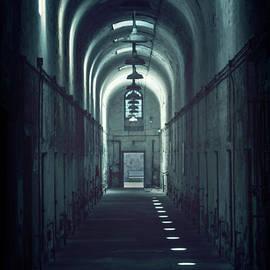 Evelina Kremsdorf - Dark Tunnels