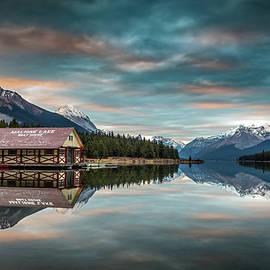 Pierre Leclerc Photography - Dawn at Maligne Lake
