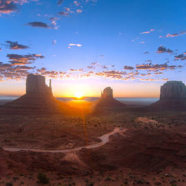 Steven Barrows - Daybreak Monument Valley