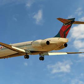 Nichola Denny - Delta Airlines Boeing 717-200