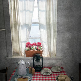 Brian Wallace - Dinner Time In The Lighthouse