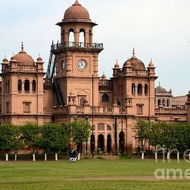 Imran Ahmed - Dome and main building of Islamia College University Peshawar Pakistan