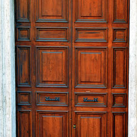 Pat Turner - Door No 1 & Seen But Not Noticed - Art Group Pezcame.Com