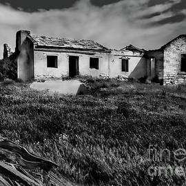 Jan Pudney - Dutton farmhouse