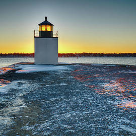 Jeff Folger - Dawn breaks at Derby wharf lighthouse