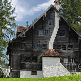 dwelling from Sachslen Obwalden around 1600 to 1850 by Michelle Meenawong