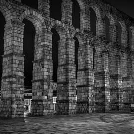 Early Morning At The Aqueduct Of Segovia Bw by Joan Carroll