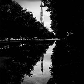 Cyril Jayant - Eiffel tower  and its symmetry.