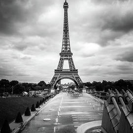 Liesl Walsh - Eiffel Tower and Trocadero Fountains in Paris, Black and White