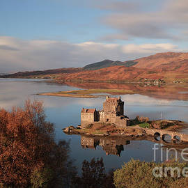 Maria Gaellman - Eilean Donan Castle in Autumn - Long exposure