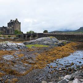 Eilean Donan castle, Scotland by Michalakis Ppalis