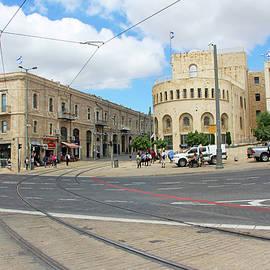 Munir Alawi - Empty Square