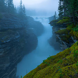Enchanting Mist by Dustin  LeFevre
