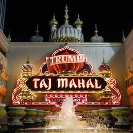 Arlane Crump - Entrance to the Taj Mahal
