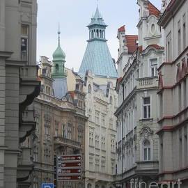 Margaret Brooks - Faces of Prague