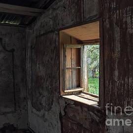 Jan Pudney - Farmhouse window 2