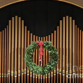 Ann Horn - Festive Organ Pipes