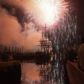 Jeff Folger - Fireworks Rain Down on Salems Friendship